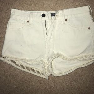 White high-rise shorts. Kendall&Kylie